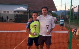 Pobjednik Markušić (lijevo) i finalist Rađenović
