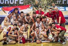 Photo of Hrvoje Majcunić s kadetskom košarkaškom reprezentacijom prvak Europe!