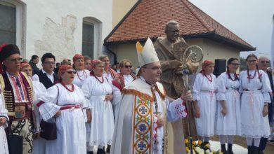 Photo of Kardinal Franjo Kuharić u svom rodnom Pribiću dobio spomenik   foto, audio, video