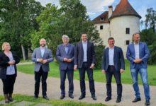 Photo of Bernardić pohvalio obnovu dvorca i obećao vraćanje vojarne gradu Jastrebarskom